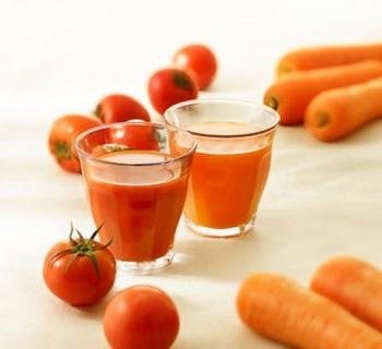 Θρεπτικός χυμός με ντομάτα και καρότο